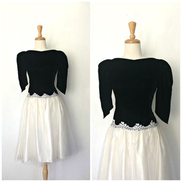 Vintage Black and White Party Dress / 80s dress / velvet dress / prom / alternative wedding / full skirt / Medium