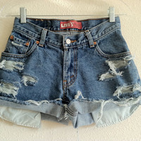 High Waisted Distressed Levi&#x27;s Shorts (Size 25)
