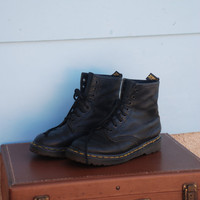 1990s. black leather dr. martens lace up boots. size 6