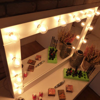 Make up Mirror with lights - Vanity mirror - Βlack or white- wall hanging - Hollywood style mirror for makeup addicts - miroire maquilleuse