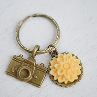 Camera Charm Keychain Keyring, Peach Orange Flower Keychain, Photography Keyring, Photographer Accessory, Camera Flower Keychain, Flower Key