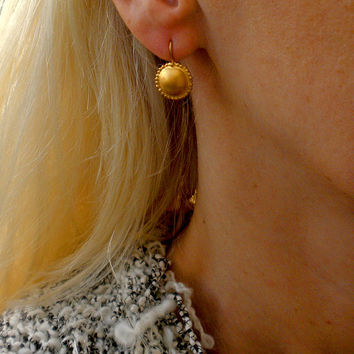 gold earrings,delicate,simple jewelry,drop earrings,dangle earrings,Gold Hanging Ornamented Round Earrings,Small Earrings,Hammered Circle