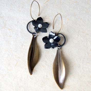 Black Flower Earrings - Flower Earrings - Viola Earrings - garden - floral jewelry -Spring Fashion