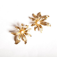 Lotus earring, Gold Pearl Earrings, Gold Earrings, Gold Bridesmaid Earrings, Bridesmaid Earrings, Wedding Earrings
