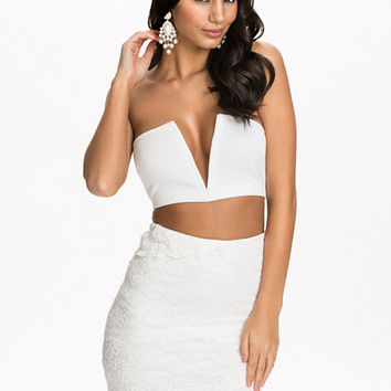 V Neck Boob Tube Crop, NLY One