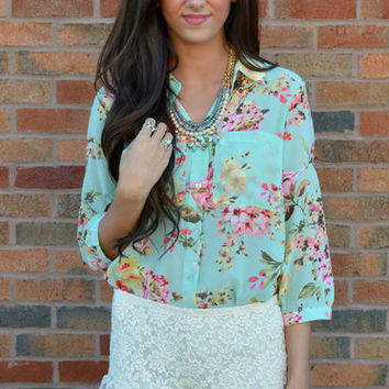 Sittin' Pretty Floral Pocket Top