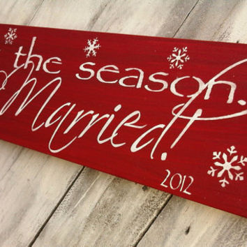 Tis the Season to be MARRIED - Wedding Sign - Christmas Gift - with year, snowflakes, light glittery shimmer