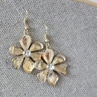 NEW gold flower earrings