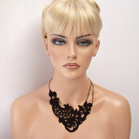 Begonia lace necklace black