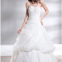Sumptuous A-line Sweetheart Chapel Train Wedding Dress