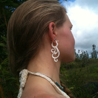 Fake gauge ,Hand Craved ,Natural White Bone ,Stick Gauge Earrings Flowing Cruve  gauge