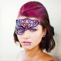 Vixen half mask in purple leather