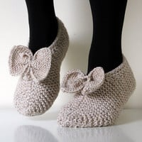 Oatmeal, Hand knit wool slippers. Size - small, medium US W 6-6.5-7, EU 36-37, with bow, CH10