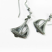 Vintage Sail Boat Earrings, Nautical - Boucles d'Oreilles Voilier. Vintage Jewelry by My Chouchou.