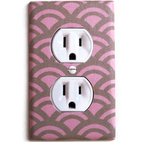 Pink & Tan Scalloped Outlet Plate