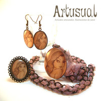 "Pendant, earring and ring set. Original illustration ""Vintage Woman"" Ref: 01"