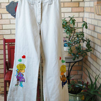 Womens 70s MAKE LOVE not War embroidered bell bottom white jeans size small w25 hippy emo