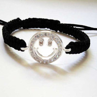 Macrame Smiley Bracelet by decenarioscool on Etsy