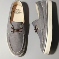 UrbanOutfitters.com &gt; Vans California Pinstripe Zapato Del Barco Sneaker