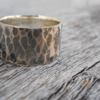 Wide Rustic Hammered Band Unisex on Luulla