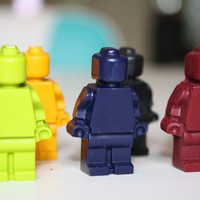 25 Minifigure people - crayons - Assorted colors