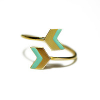 Double arrow ring, chevron ring, gold, mint