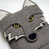 Wolf iPad sleeve - Gray felt - Made to order