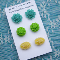 Stud earrings flower yellow teal green rose resin by JPwithlove