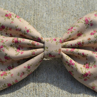 Beige Vintage-Look Floral Hair Bow