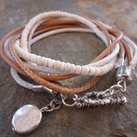 MEXCLA IN CAMEL Leather wrap bracelet and coco by AsaiBolivien 11,90 US$