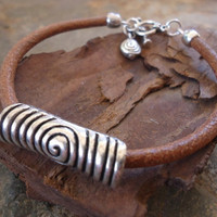 Robust spiral bracelet Leather and Tibean Silver by AsaiBolivien 12,90 US$