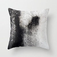 Negro sobre Blanco Throw Pillow by David Bastidas | Society6