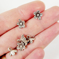 10 Daisy Flower Charms - Matte Silver Plated - SCM104