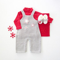 Knitted overalls with straps with felt stars and booties. 100% wool. Newborn. Item unique.