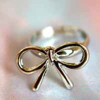 A Silver Lining Bow | Trinkettes