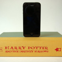 Harry Potter and the Deathly Hallows booksi CHARGER for iPhone and iPod - 30 pin