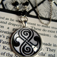 Doctor Who Seal of Rassilon monotone beaded cabochon necklace