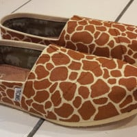 Hand-painted Giraffe Print TOMS
