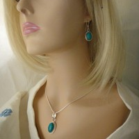 Stunning Turquoise Pendant Necklace &amp;amp; Earrings Set