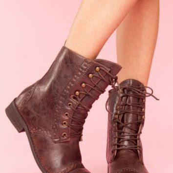 Rogue Brogue Boot - Brown - NASTY GAL