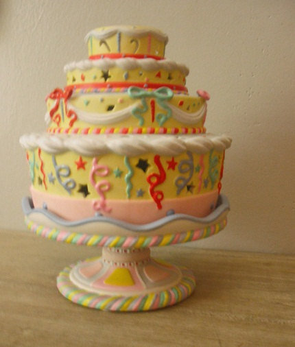 Sweet partylite birthday cake candle from