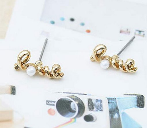 Fashion Pearl Love Stud Earrings