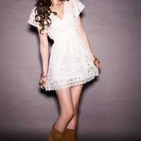 Sexy Plunging Neckline Elastic Waist Short Sleeve Mini Lace Dress
