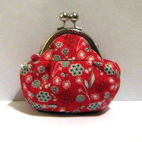 Flower On Red Frame Pouch - Frame P.. on Luulla