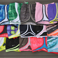 NIKE WOMEN'S SHORTS TEMP...