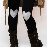 White heart patched leggings in black