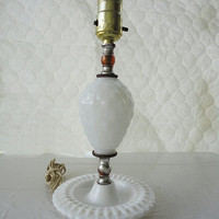 ON SALE Milk glass lamp Fenton style vintage table quilt pattern
