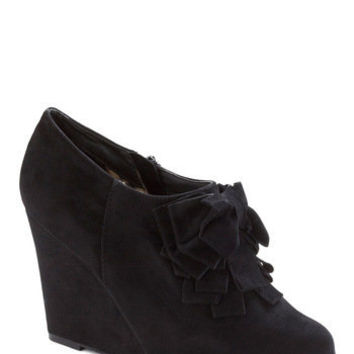 Be Frill My Heart Wedge in Onyx | Mod Retro Vintage Heels | ModCloth.com