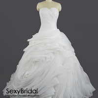 Vera Wang Inspired Organza Mermaid Wedding Dress Strapless Sweetheart Ruffle Ball Gown Skirt