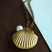 Shell Locket Necklace. Mermaids Locket. Gold Sea Shell locket with white pearl necklace. Vintage Style Ocean Inspired Necklace